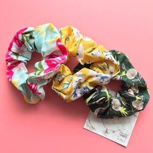 Floral Oversized Scrunchie - Night out at Leblon